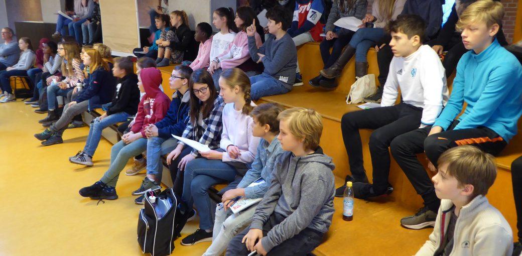 Klassensprecherinnen und -sprecher beim Workshop.